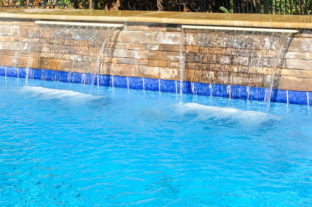 Swimming pool water features knoxville fire bowl for Pool design regrets