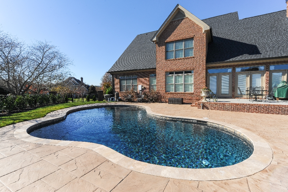 Free Form Pool, Natural Pool Design Louisville Gunite Pools Photos ...